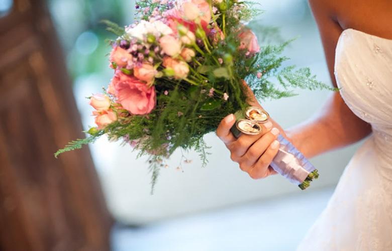 esmalte-para-casamento-unha-e-buque-foto-reproducao-internet